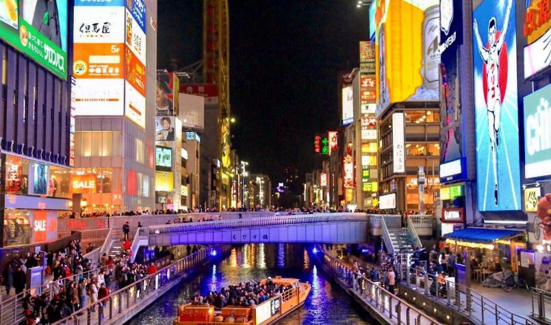 道頓堀で、大阪ならではのローカルフードや記念撮影!